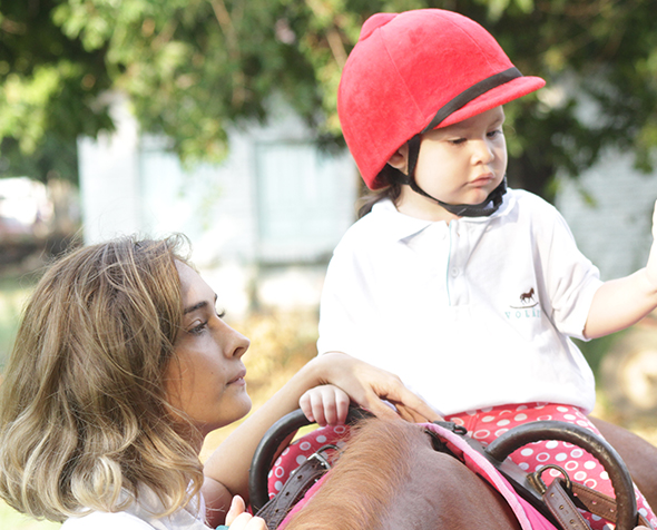 IHAC Alumna Maria Belen Ibanez with horse and child